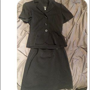 Dresses & Skirts - Junior 2 Piece Suit
